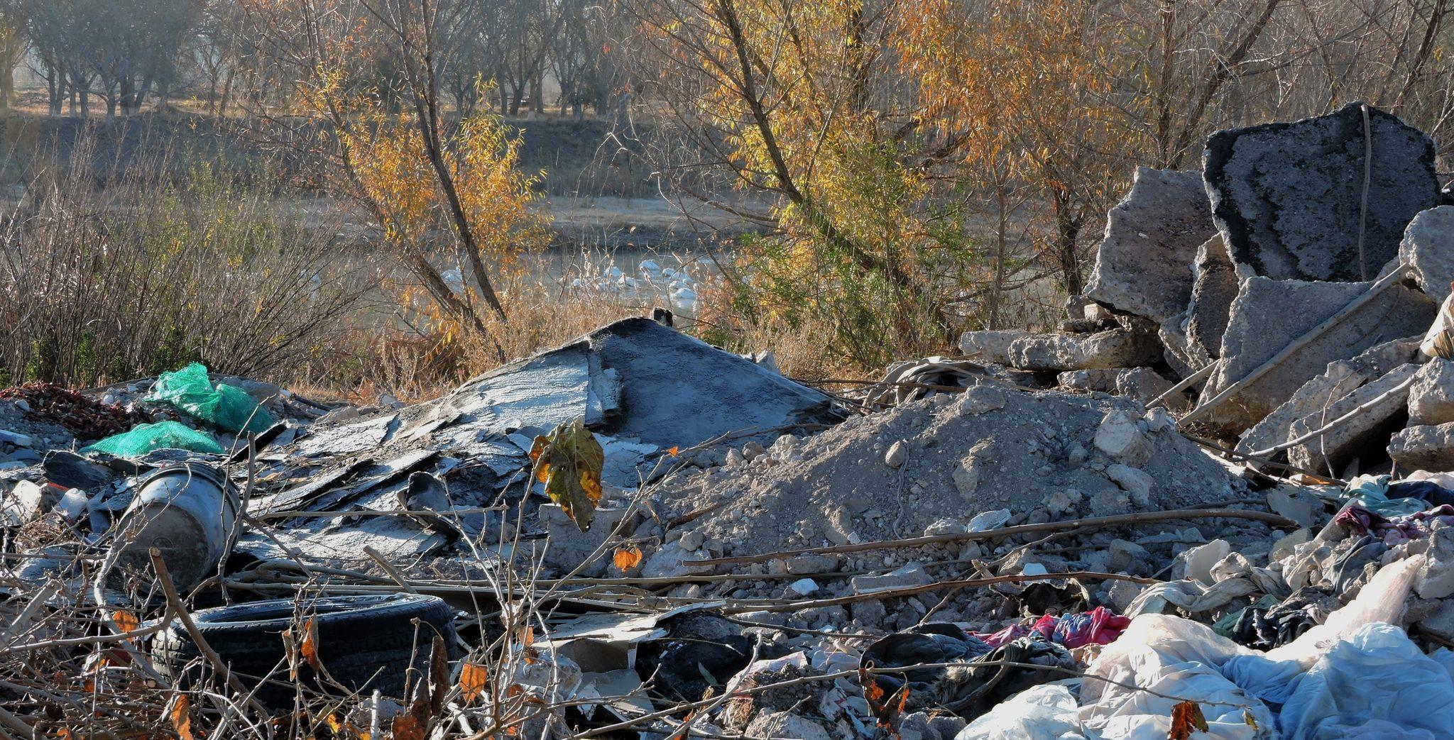 Depósito de escombro en el río San Pedro, porción Meoqui. Enero 2021.